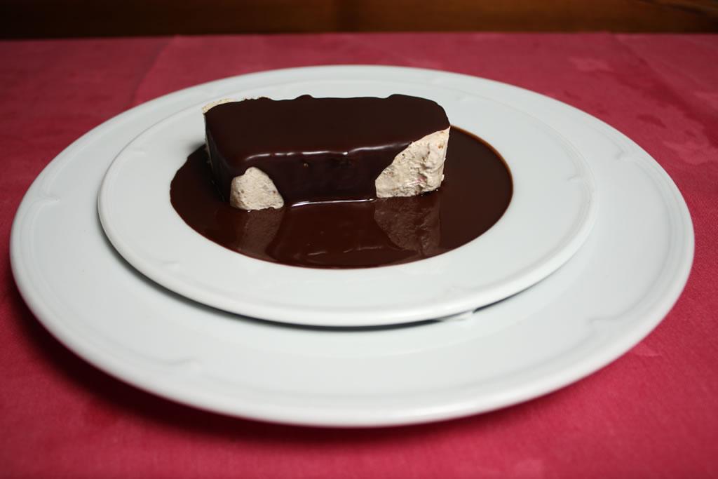 Parfait de higo con salsa de chocolate